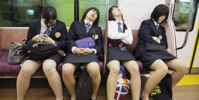 Kelelahan dan tidur di kereta